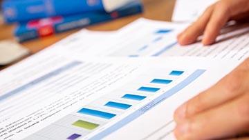 restructuring, turnaround, grafico colorato di andamento